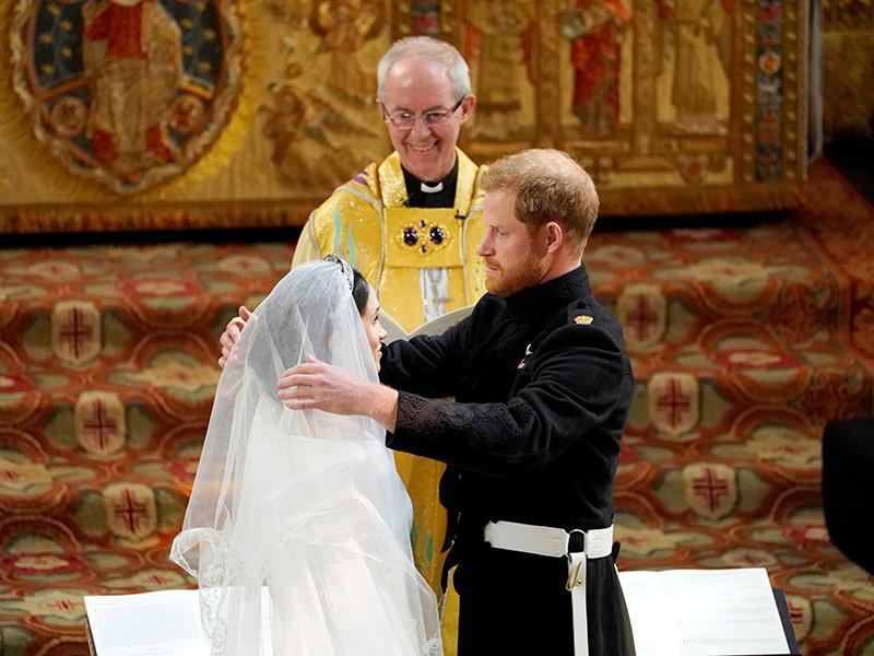 """В Великобритании идет свадьба принца Гарри и Меган Маркл"""" />"""
