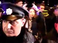 В ночь на субботу сотни полицейских ворвались на территорию популярных ночных клубов Bassiani и Cafe Gallery в центре Тбилиси. Позднее МВД объяснило необходимость спецоперации тем, что в этих клубах распространяются наркотики