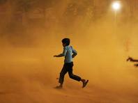 Десятки человек стали жертвами третьей за месяц пыльной бури в Индии (ВИДЕО)