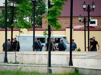 Сотрудники правоохранительных органов у церкви Архангела Михаила в центре Грозного, в которой четверо боевиков пытались захватить прихожан в качестве заложников, 19 мая 2018 года