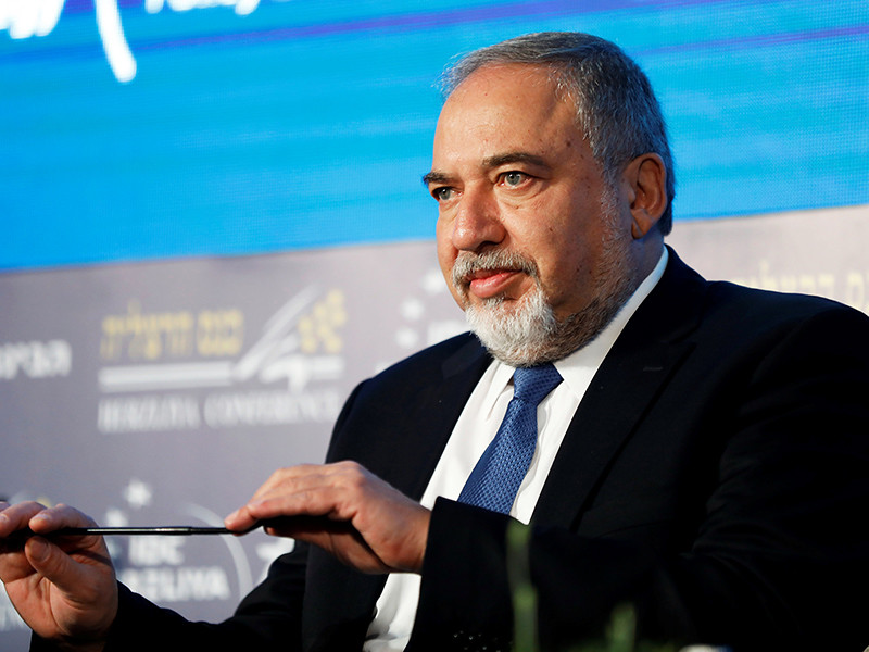 """Глава Минобороны Израиля тоже выразил надежду, что конфликт на этом завершится: """"Я надеюсь, что мы закрыли эту главу и каждый понял намек"""", - сказал Либерман"""