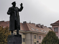 В Праге неизвестные облили краской памятник маршалу Коневу (ФОТО)