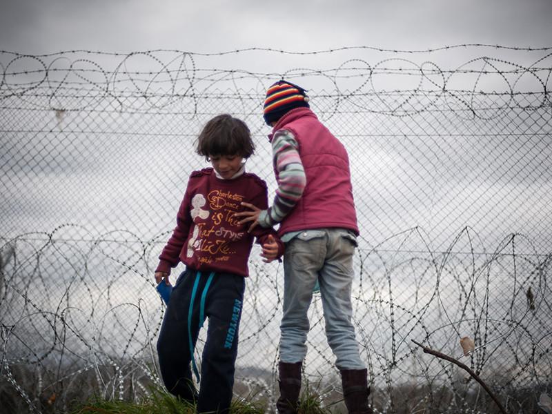 Соединенные Штаты собираются дать убежище детям мигрантов на четырех военных базах. Об этом сообщает газета The New York Times со ссылкой на представителя Пентагона Майкла Эндрюса