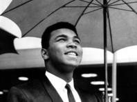 """Президент Трамп намерен помиловать посмертно боксера Мохаммеда Али, который был """"уклонистом"""" во время войны во Вьетнаме"""
