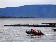 Крушение парома в Индонезии: найдены трое погибших, число пропавших без вести возросло до 180