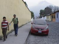 В результате извержения вулкана в Гватемале погибли более 20 человек, сотни пострадали