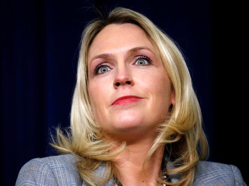 """В США уволена помощница президента Трампа, заговорившая на совещании о скорой смерти сенатора Маккейна"""" />"""