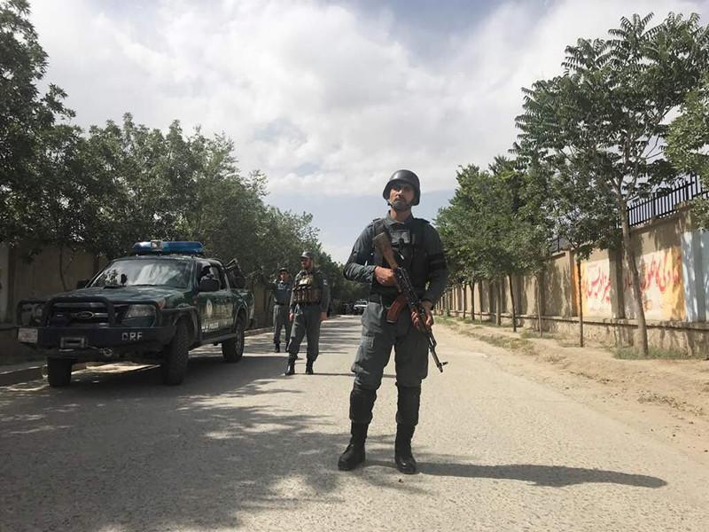 По меньшей мере 13 человек погибли, еще более 25 пострадали в результате взрыва, прогремевшего в понедельник, 11 июня, в час пик возле здания Министерства развития сельских районов в столице Афганистана Кабуле