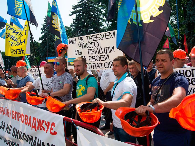 В центре Киева во вторник, 19 июня, проходят акции протеста шахтеров, ликвидаторов последствий аварии в Чернобыле и ветеранов войны в Афганистане