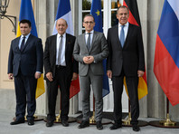 """После фотографирования министры зашли внутрь виллы. Сама встреча началась """"без слов"""" - главы МИД не стали делать каких-то установочных заявлений"""