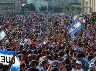 Аргентинского болельщика, научившего россиянку непристойным фразам, лишили права посещать матчи ЧМ-2018