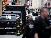 На улице Петит-Экури в 10-м округе Парижа мужчина захватил в заложники двух человек