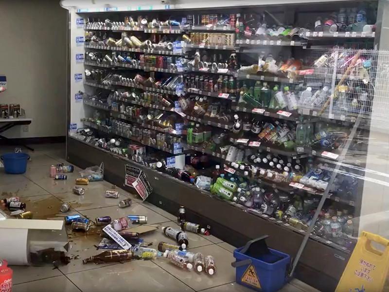 Сильное землетрясение в префектуре Осака на западе Японии привело к гибели трех человек