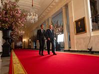 По их данным, это произошло во время визита Макрона в США в конце апреля - в ходе частной беседы двух президентов в Белом доме, когда они обсуждали вопросы торговли