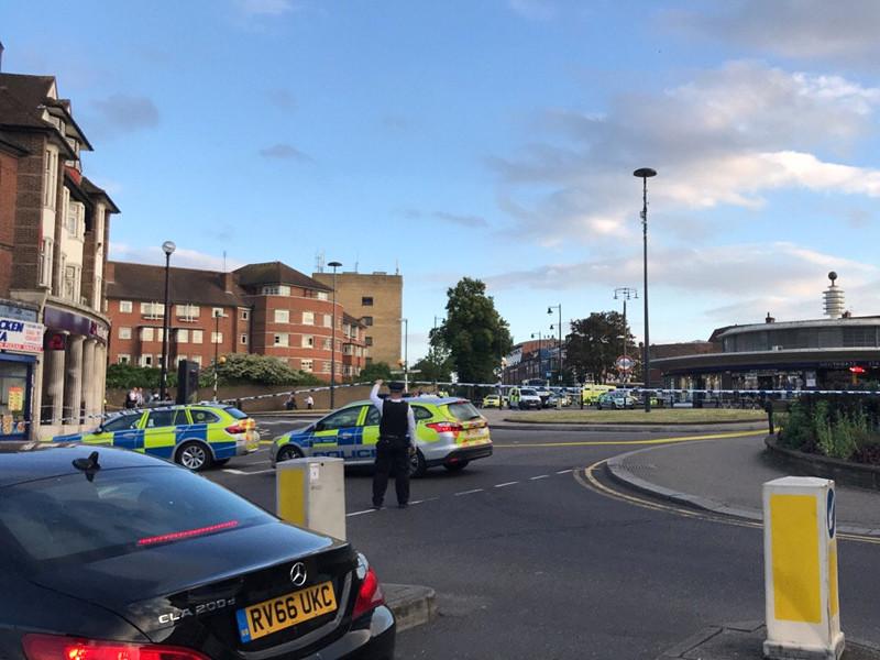 """Полиция Лондона сообщила о """"небольшом"""" взрыве, произошедшем на станции метро Southgate. Во время незначительного инцидента, как утверждают полицейские, никто не получил серьезных травм"""