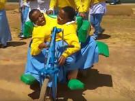 В Танзании в возрасте 21 года умерли знаменитые  сиамские близнецы