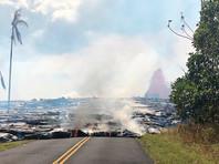 Вулкан Килауэа на Гавайях начал извергаться почти месяц назад, за это время число эвакуированных из опасных зон составило более 400 человек. За время извержения образовались 24 трещины, из некоторых вытекает лава. Несмотря на чрезвычайную ситуацию на острове, информации о погибших пока не было