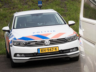 Чрезвычайное происшествие произошло в Нидерландах - микроавтобус врезался в толпу пешеходов в зоне проведения музыкального фестиваля PinkPop. В результате инцидента один человек погиб, еще трое получили серьезные ранения