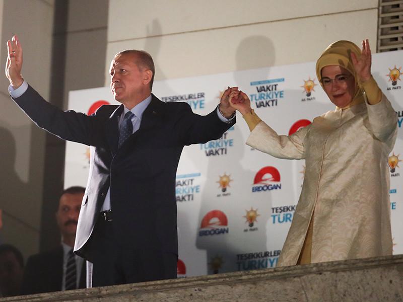 Действующий президент Турции Тайип Эрдоган набрал на прошедших накануне выборах главы государства абсолютное большинство голосов