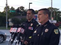 В США неизвестный открыл стрельбу по полиции и взял в заложники четырех детей