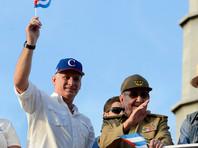 Мигель Диас-Канель( на фото - слева) и Рауль Кастро