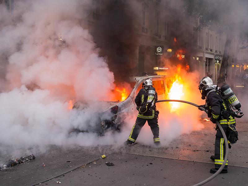На западе Франции в городе Нант в ночь на среду, 4 июля, произошли беспорядки после того, как полицейский застрелил 22-летнего мужчину
