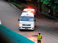 Спасатели вывели из пещеры в Таиланде уже четырех школьников (ВИДЕО)