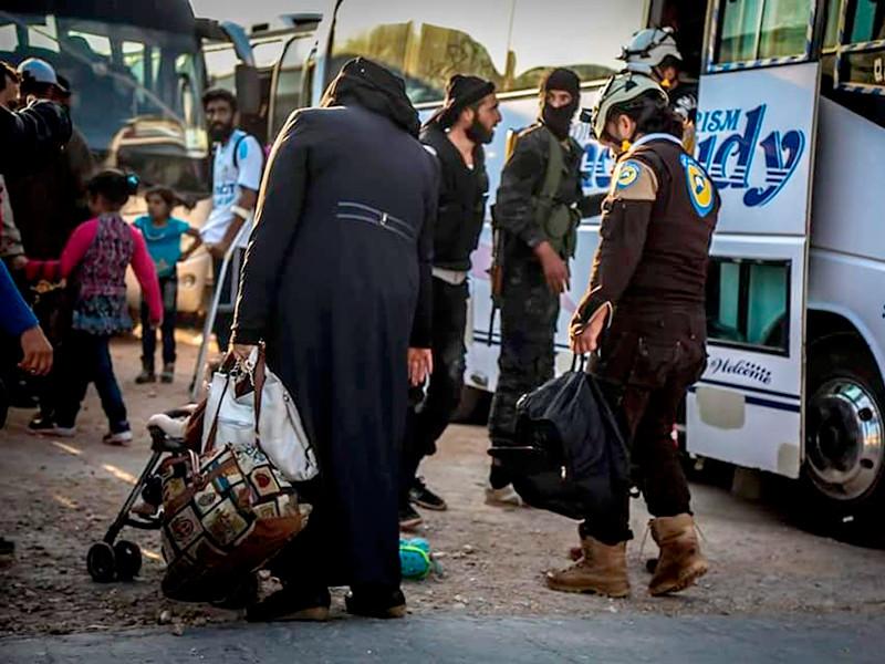 """Из Сирии эвакуированы члены """"Белых касок"""" с семьями"""" />"""