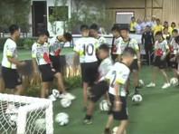 Спасенные   из пещеры тайские мальчики  дали   пресс-конференцию: некоторые теперь  хотят оставить футбол, подавшись в монахи и  дайверы (ВИДЕО)