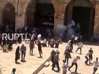 В Израиле беспорядки на Храмовой горе обернулись штурмом мечети Аль-Акса