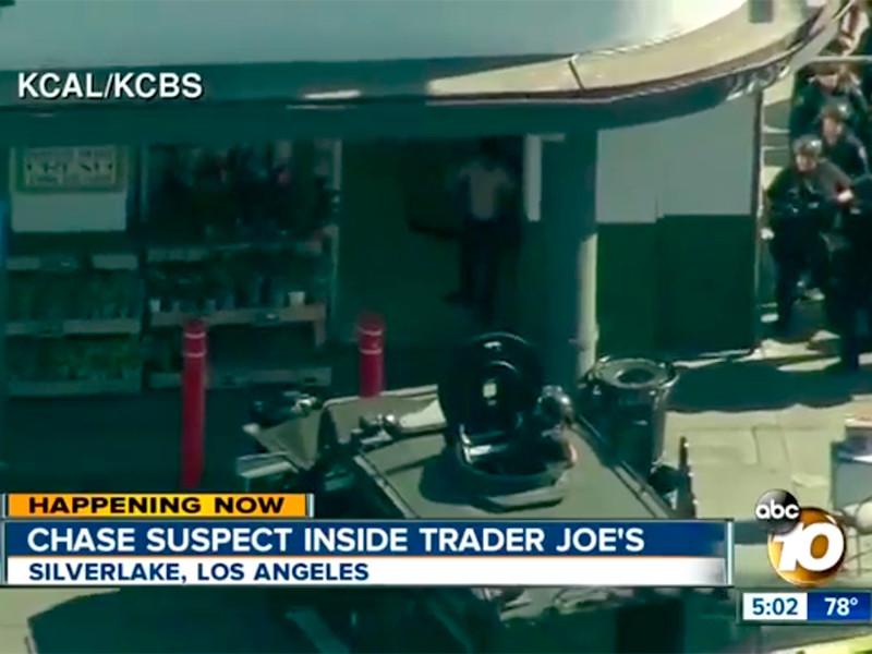 """18-летний мужчина после домашней ссоры открыл огонь в магазине Лос-Анджелеса: есть убитые и раненые"""" />"""
