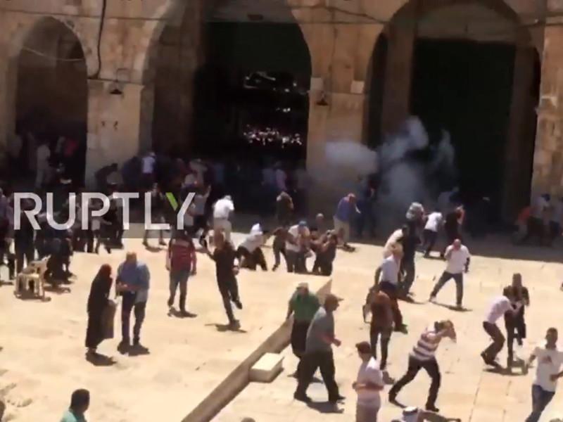 """В Израиле беспорядки на Храмовой горе обернулись штурмом мечети Аль-Акса"""" />"""