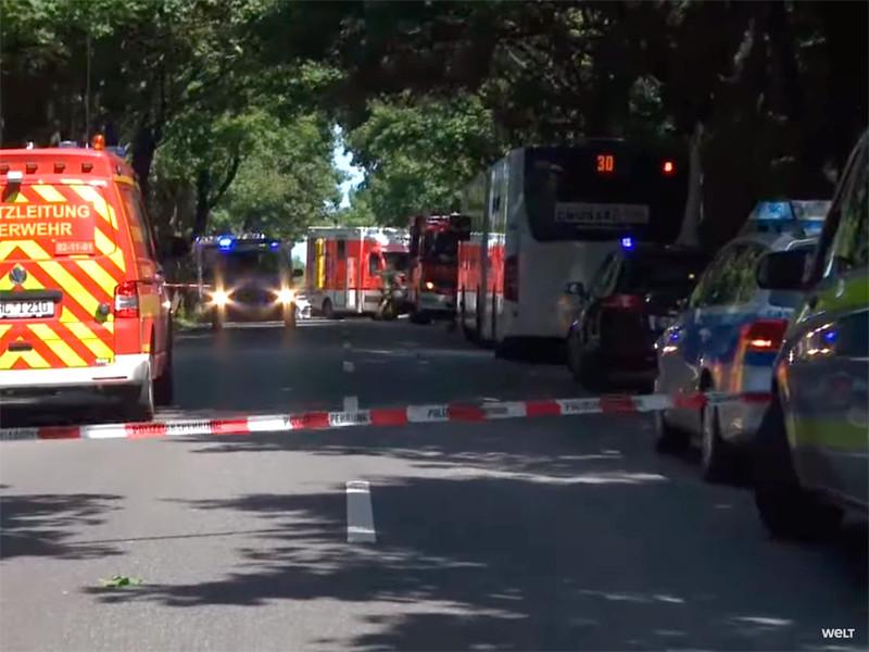 """В Германии мужчина устроил резню в рейсовом автобусе: 14 пострадавших"""" />"""