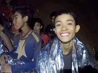 Спасатели в Таиланде в ходе спецоперации вывели из подземной пещеры Кхао Луанг на поверхность первых двух школьников, которые оставались заблокированными внутри вместе с десятью своими одноклассниками и тренером более двух недель