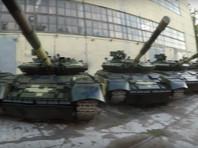 В Харькове двое украинских видеоблогеров-экстремалов беспрепятственно проникли на территорию одного из предприятий, где насчитали сотни списанных и десяток новых танков Т-64