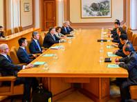 В ходе переговоров госсекретаря США Майка Помпео в Пхеньяне достигнута договоренность о создании рабочих групп, задачей которых будет контроль над реализацией конкретных шагов по денуклеаризации Северной Кореи