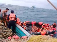 У берегов Пхукета продолжаются поиски пассажиров перевернувшегося туристического судна: найдено более 40 тел