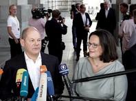 Об этом объявили в четверг вечером вице-канцлер ФРГ Олаф Шольц и председатель СДПГ Андреа Налес. Они сообщили, что процесс рассмотрения заявлений для предоставления временного убежища или статуса беженца будет ускорен