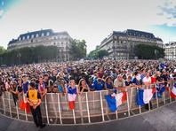 Но и празднование победы Франции также вылилось в беспорядки