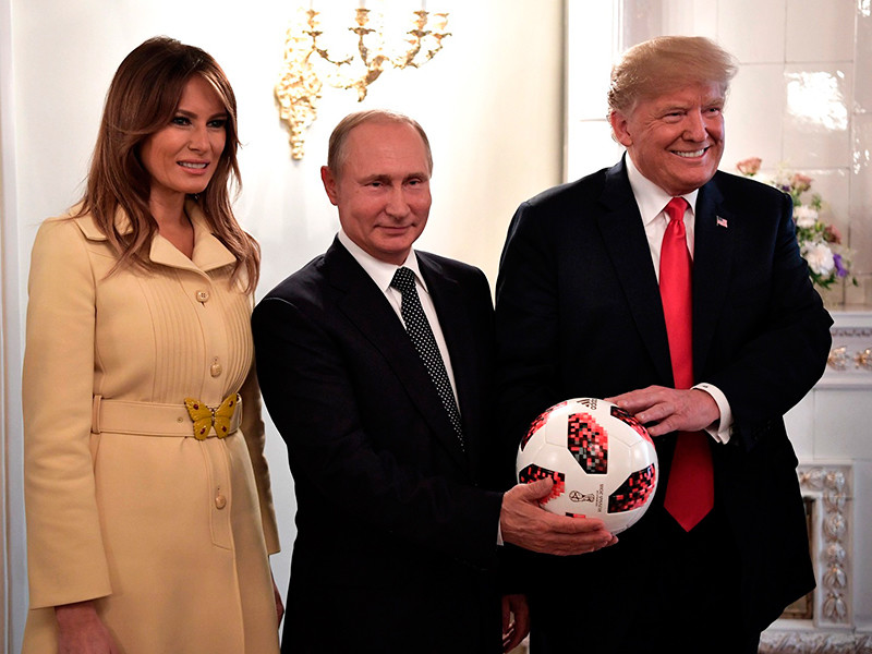"""Bloomberg сообщил о чипе в мяче, подаренном Путиным Трампу"""" />"""