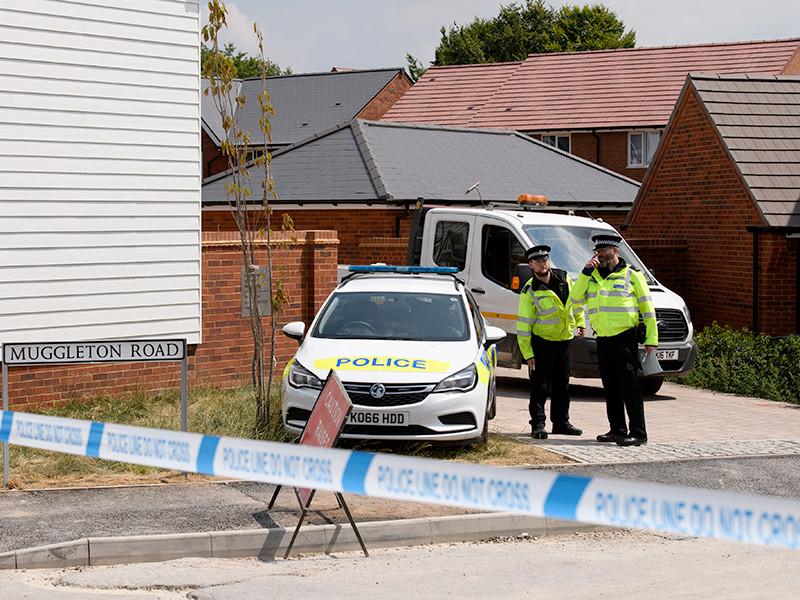 Полицейские у дома жертвы отравления нервно-паралитическим веществом Чарли Роули в Эймсбери (графство Уилтшир), 5 июля 2018 года