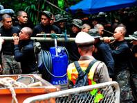 Спасатели пробурили уже 100 отверстий в пещере Кхао Луанг, где заблокированы школьники. Но пока безуспешно