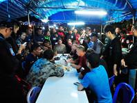 Тайские власти попытаются до конца недели завершить уникальную операцию по спасению 12 мальчиков и их тренера по футболу, оказавшихся заблокированными водой в пещере