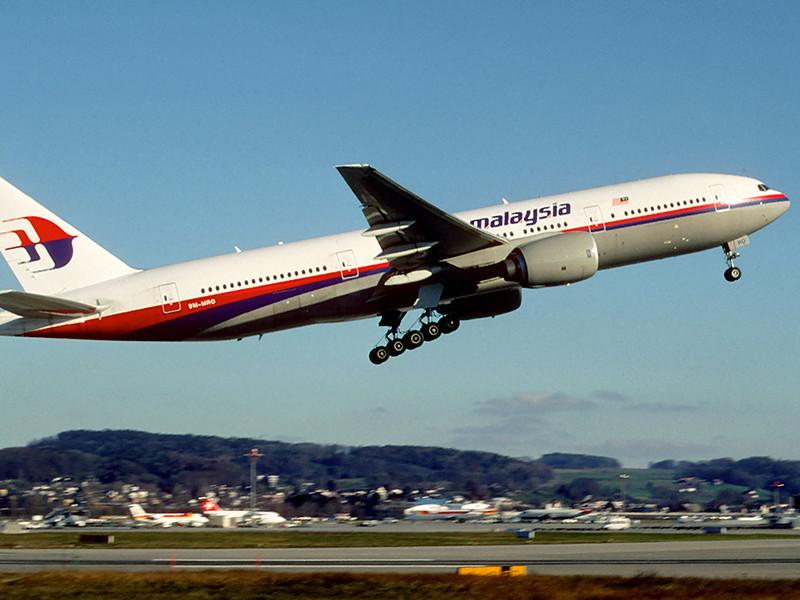 Власти Малайзии опубликовали отчет о расследовании катастрофы самолета Boeing 777 (рейс MH370), пропавшего в марте 2014 года во время перелета из Куала-Лумпура в Пекин