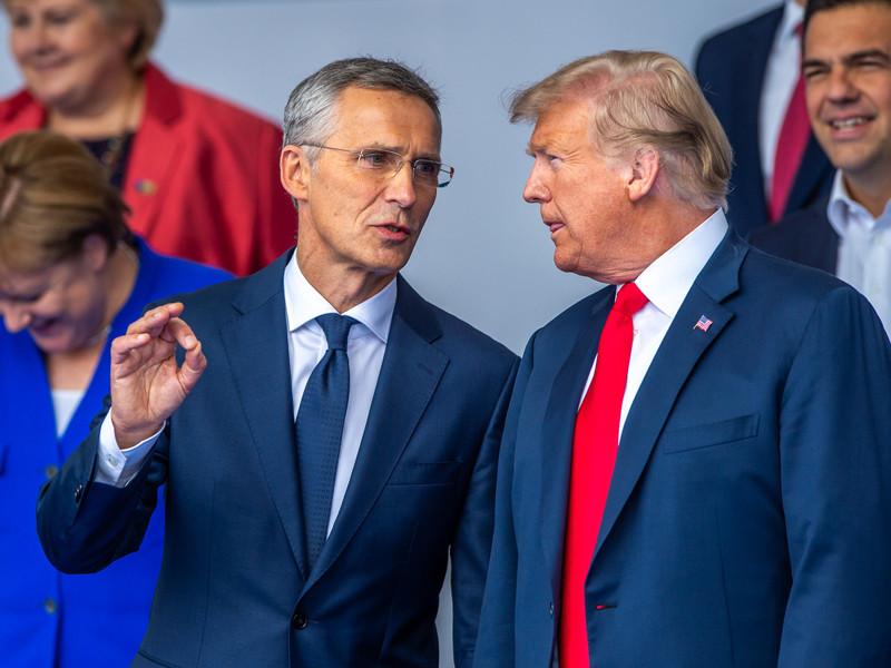 Дональд Трамп и Йенс Столтенберг на церемонии открытия саммита Нато в Брюсселе, 11 июля 2018 года