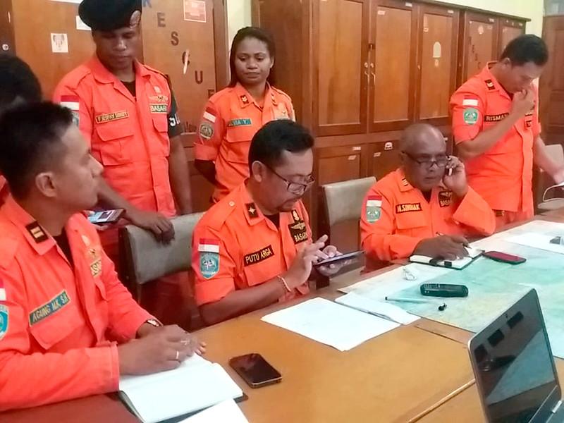"""При крушении легкомоторного самолета в Индонезии выжил двенадцатилетний мальчик"""" />"""