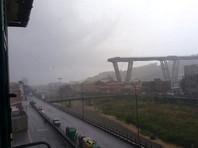 Большой участок виадука Моранди, по которому проходит магистраль А10, рухнул около полудня. В это время по нему ехало много машин, под мостом находятся здания