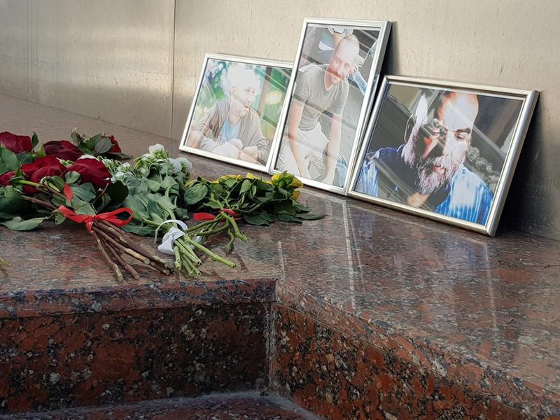 Врачи в Центральноафриканской республике (ЦАР), осмотревшие тела убитых накануне россиян - членов съемочной группы, не обнаружили на них следов пыток, о которых ранее написали некоторые СМИ