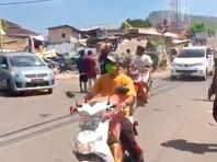 Число жертв землетрясения в Индонезии превысило 300 человек (ВИДЕО)