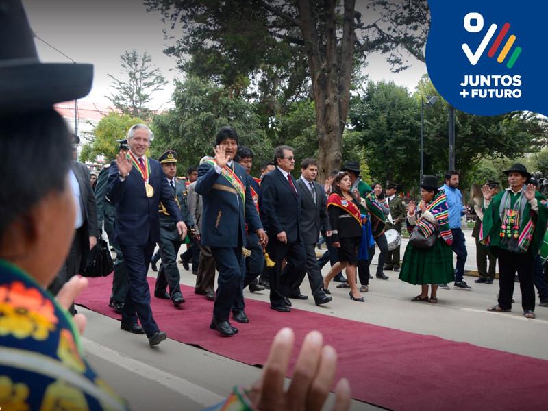 Регалии президента Боливии украли, пока перевозивший их военный посещал бордель